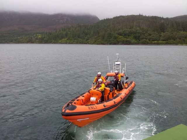 The Kyle RNLI arrive